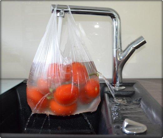 Ich bin glücklich und sehr dankbar über meine Küchengeräte, doch meine Tomatenwaschanlage wollte ich euch nicht vorenthalten :D