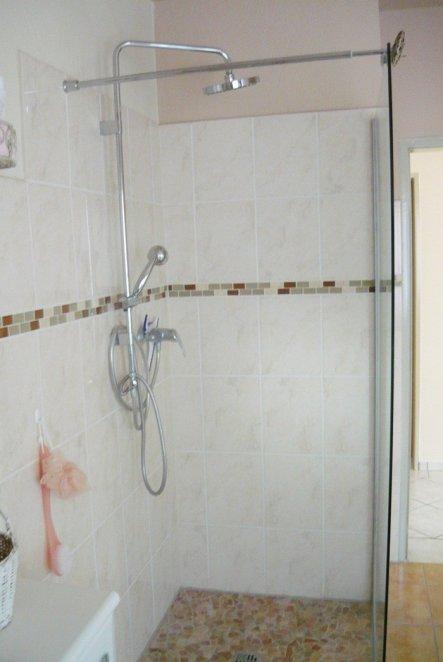 Leider haben wir nur eine Duschwand bekommen  :(