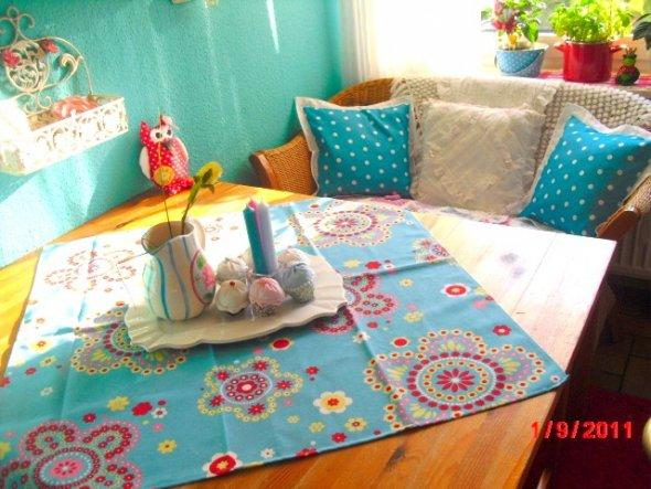 Wollte bloß die neuen Schulbücher für Jonah bestellen und das kam dabei heraus: Neue Kissen und Tischdecke *g*