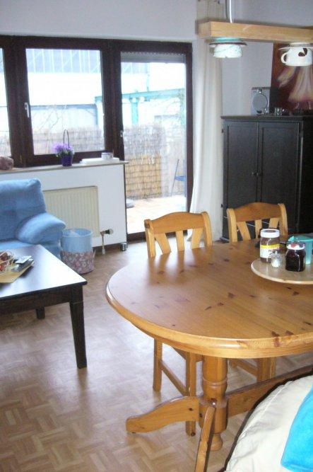wohnzimmer 39 wohn esszimmer mit integrierter k che 39 wohn esszimmer mit integrierter k che. Black Bedroom Furniture Sets. Home Design Ideas