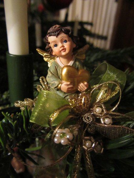 Engelchen, aufgewertet mit kleinen Klosterarbeiten