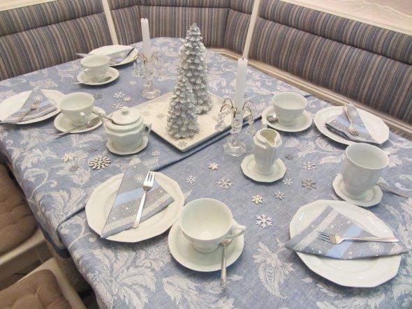 Winterlich gedeckter Tisch