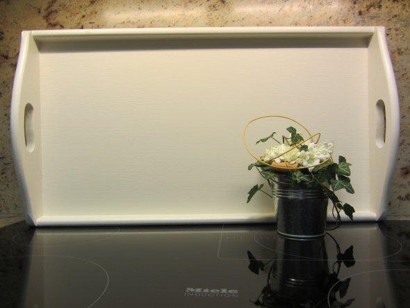Dieses große Tablett war vorher in Eiche rustikal - im Ton zur Küche passend gefällt es mir besser