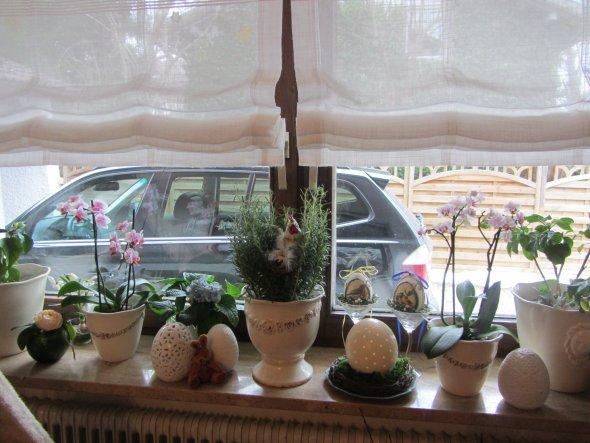 Osterdeko am Esszimmerfenster