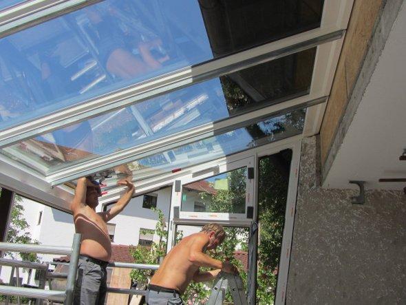 Montag, 5.8.13 - Die Dachverglasung wird montiert