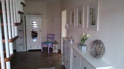 flur diele 39 flur und treppenhaus 39 endlich angekommen zimmerschau. Black Bedroom Furniture Sets. Home Design Ideas