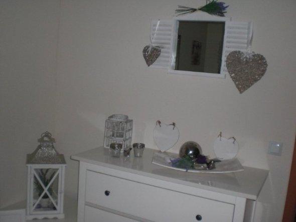 Ich bin gerade dabei das Schlafzimmer umzugestalten...und werde von Zeit zu Zeit neue Bilder einfügen...Ich habe von Grün auf Lavendel gewechselt :-)