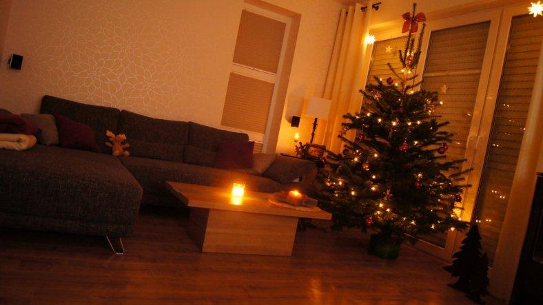 weihnachtsdeko 39 wohnzimmer 39 muckelh uschen zimmerschau. Black Bedroom Furniture Sets. Home Design Ideas