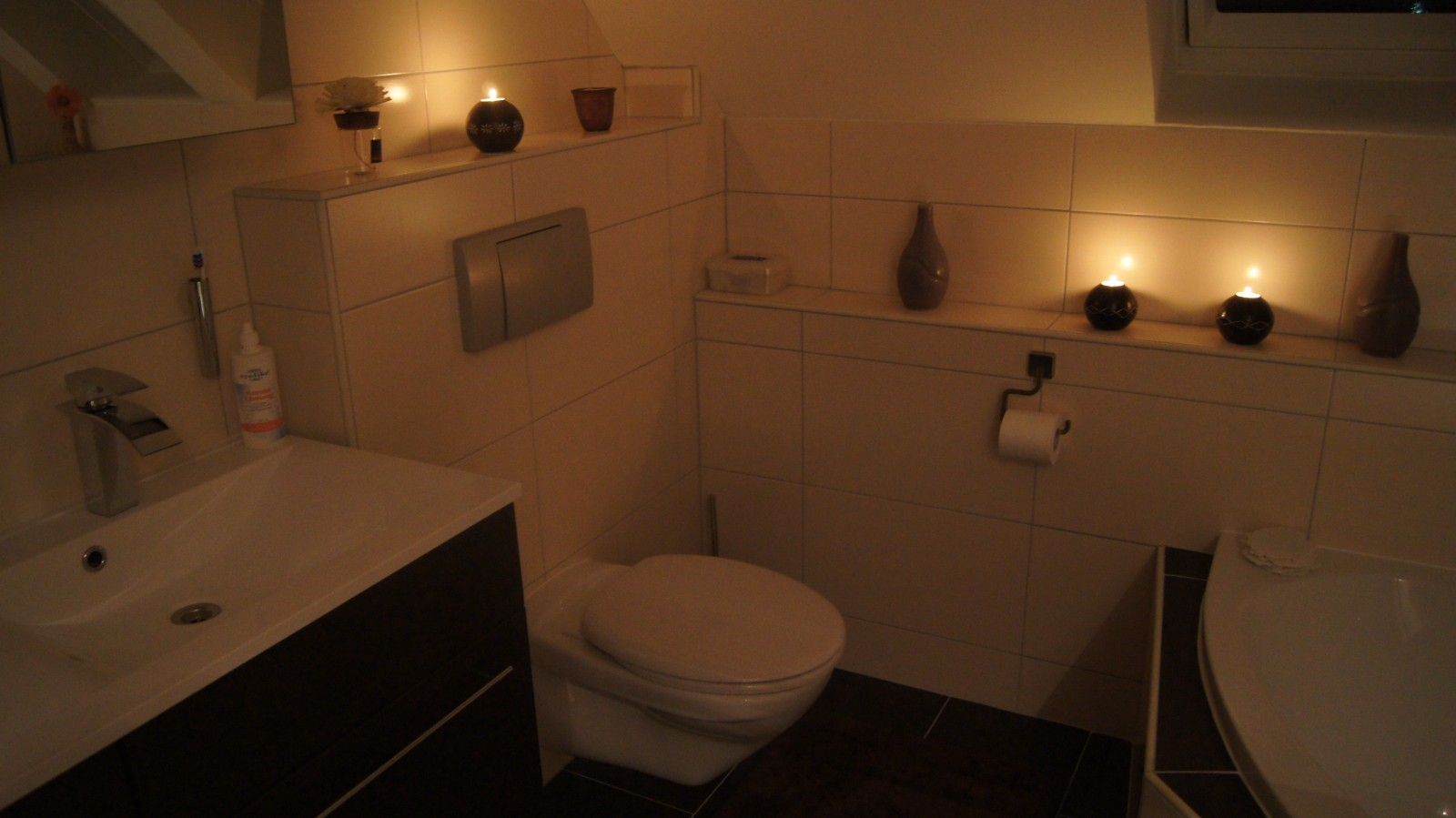 Bad 39 badezimmer 39 muckelh uschen zimmerschau for Bad braun beige