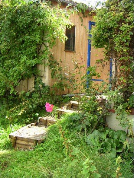 garten 39 naturgarten 39 unser holzhaus zimmerschau. Black Bedroom Furniture Sets. Home Design Ideas