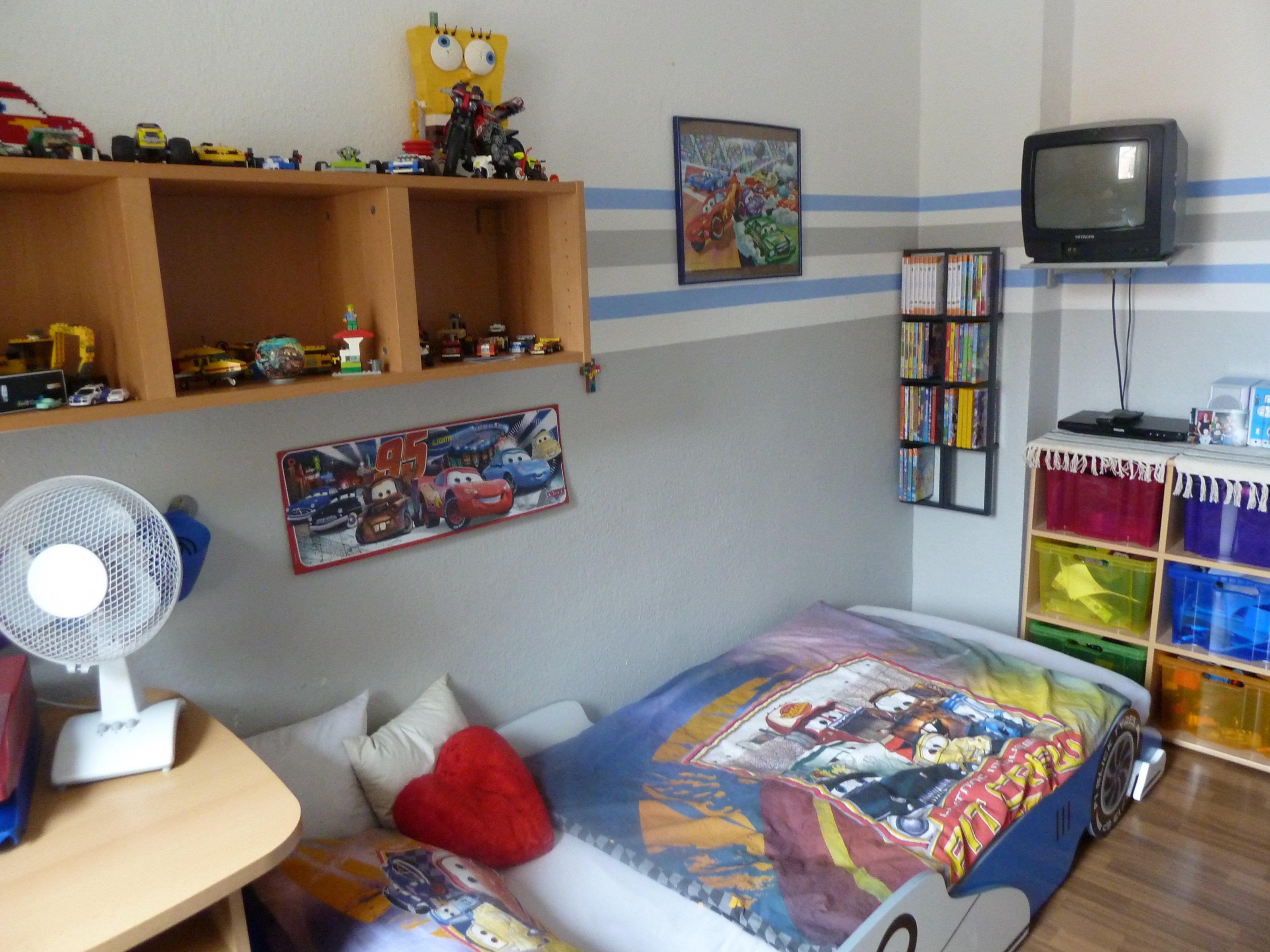 Kinderzimmer 39 marcels cars zimmer 39 mein domizil for Kinderzimmer zu voll