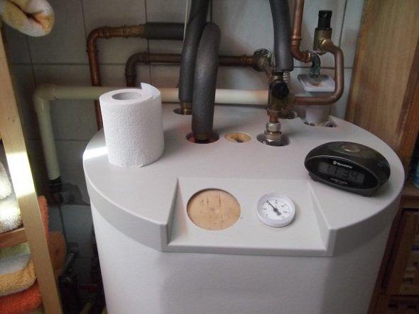 Die hässliche Gasheizung im Bad...ich wusste nie wie ich die Anschlüsse verdecken kann,...mir fehlte die Idee...Bis gestern!