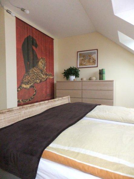 schlafzimmer 39 traumhafte aussichten 39 von der stadt auf s. Black Bedroom Furniture Sets. Home Design Ideas