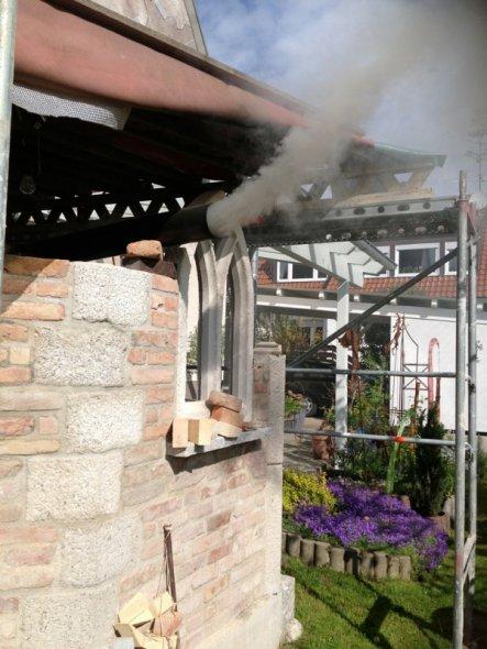 Garten 'Gotische Gartenküche mit Holzbackofen im Bau'