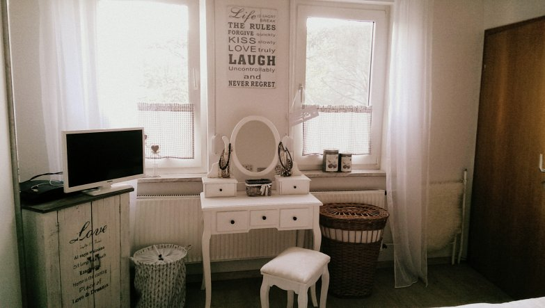 schlafzimmer 39 landhaus vintage schlafzimmer 39 unser h uschen zimmerschau. Black Bedroom Furniture Sets. Home Design Ideas