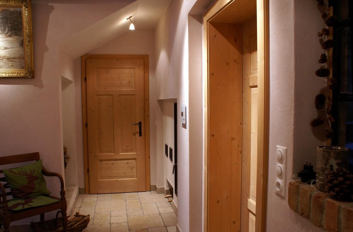 flur diele 39 diele 39 schmiedhaus zimmerschau. Black Bedroom Furniture Sets. Home Design Ideas