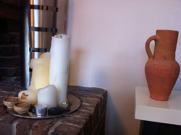 Wenn wir mal keine Lust oder Zeit haben, den Kamin anzumachen, zünde ich nur die Kerzen an.