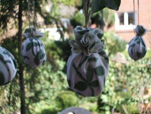 Tipp & Trick 'kleid für plastikeier,für den garten'
