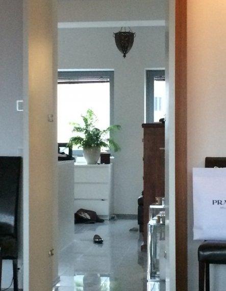 In der ersten Etage, gegenüber des Wohnzimmers, haben wir einen Galerieraum, den wir als Schlfzimmer nutzen.