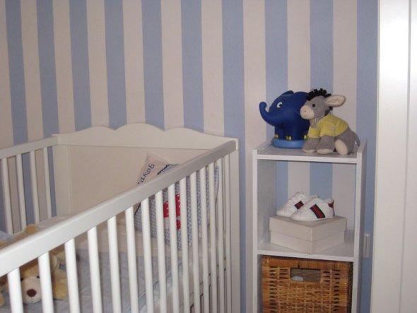Nachtlicht, Spieluhr, Schuhe...den Korb werde ich wohl noch irgendwie blau streichen oder einen in Weiß kaufen...
