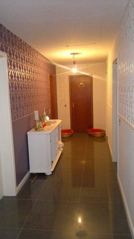 Die beiden Bad Türen sind noch die alten, da die Bäder noch gemacht werden müssen...