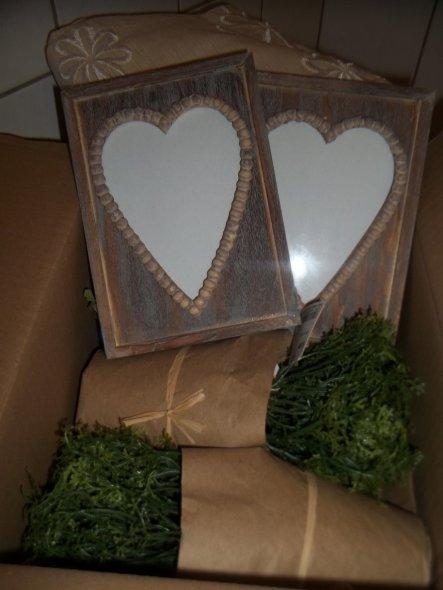 Heute ist mein Päckchen von Ernstings Family angekommen .. :) .. Freue mich schon auf die neue Wohnung wenn ich endlich Dekorieren kann .. :)