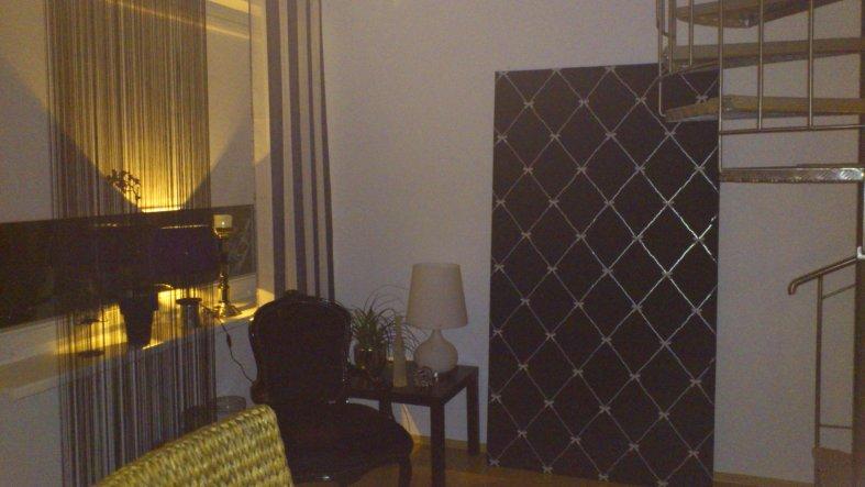 Sind dabei, unsere neue Wohnung fertig einzurichten! Das Tapetenbild ist gerad fertig, noch nicht aufgehangen, weil es mir irgendwie nicht gefällt:-/.