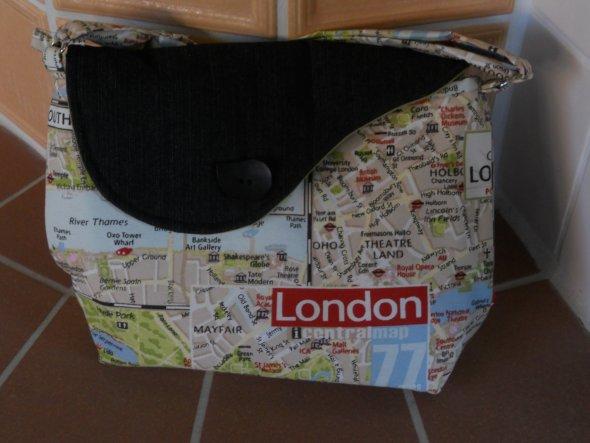 Auch noch eine London-Tasche ist mir von der Nähmaschine gesprungen. Eine hatte ich ja schon an meine Freundin verschenkt. Aber ich wollte auch noch s