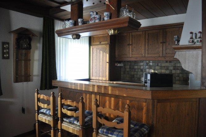 Und hier die Küche... na ja, sie hat auch schon bessere Zeiten gesehen...