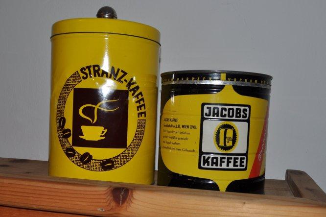Die zwei alten Blechdosen hab ich von meiner Oma geerbt, war offensichtlich leckerer Kaffee....