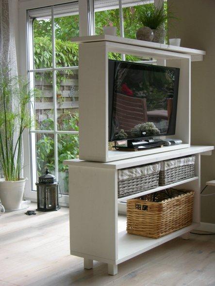 tipp von anared drehbarer fernsehschrankraumteiler zimmerschau. Black Bedroom Furniture Sets. Home Design Ideas