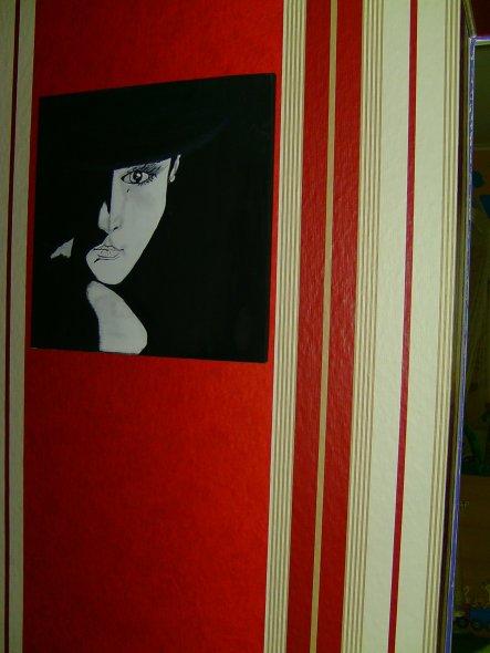 Da ich mir immer so schwer tue, passende Bilder für den Raum zu finden, habe ich kurzerhand ein Schwarz Weißes Bild gemalt und es dort aufgehangen.