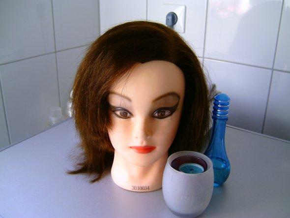 Mein Modelkopf:) Habe da meinen ersten Haarschnitt ausprobiert:)