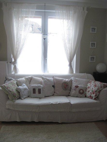 Die Couch war ursprünglich knallrot (bei Ebay für nen Euro ersteigert). Habe den neuen Bezug selbst genäht.