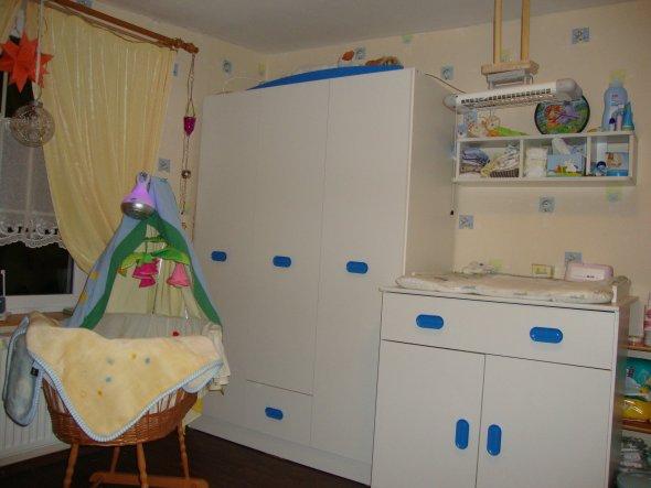 die Zeit drängt! Mama ist bereits im 5. Monat.......das Zimmer muß fertig werden.....Geld ist knapp.