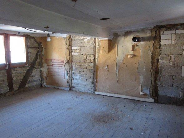 Großes Schlafzimmer links vom Flur abgehend