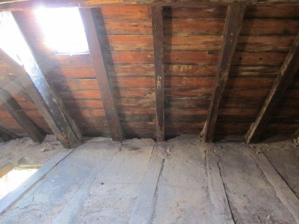 Die Dachluken werden entfernt und durch etwas grössere Schleppgauben ersetzt.