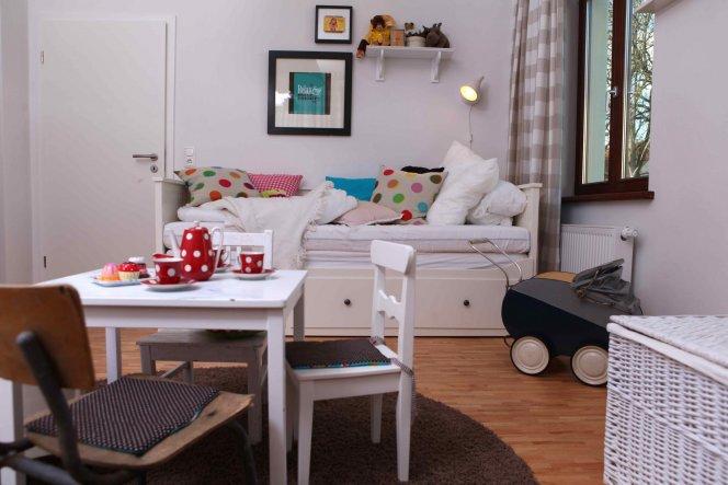 kinderzimmer 39 emmas raum 39 die neue wohnung zimmerschau. Black Bedroom Furniture Sets. Home Design Ideas