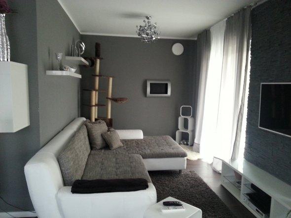 modernes wohnzimmer grau: moderne wohnzimmer mit sofa in grau und ...