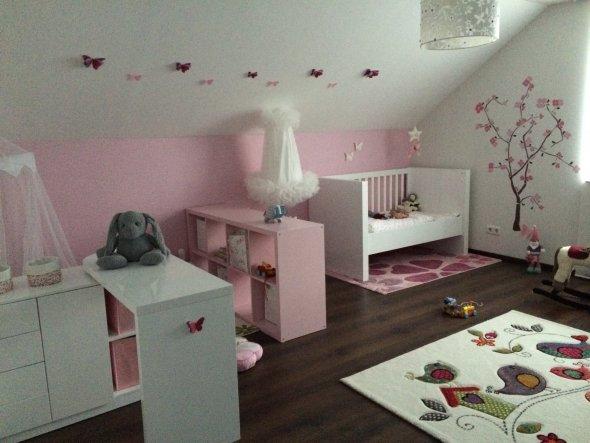 kinderzimmer 39 ein traum jeder prinzessin 39 unser yade palais zimmerschau. Black Bedroom Furniture Sets. Home Design Ideas