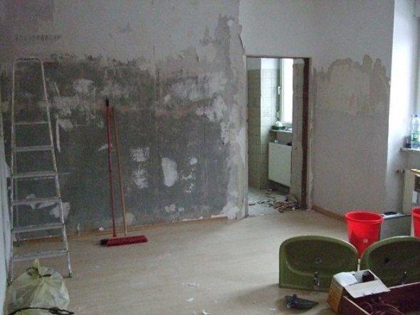 Das war das Kinderzimmer vorm Umbau, die Tür kam weg, das ist die Wand mit dem Wandgemälde :-)