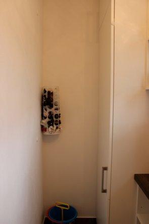 Tütenspender im Eck von IKEA