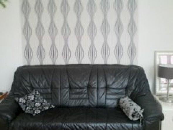 Das Sofa---mit Retro Tapete--