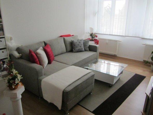 mein neues Sofa. Jetzt fehlt nur noch ein farblich passender Teppich und ein passendes Bild über der Couch.