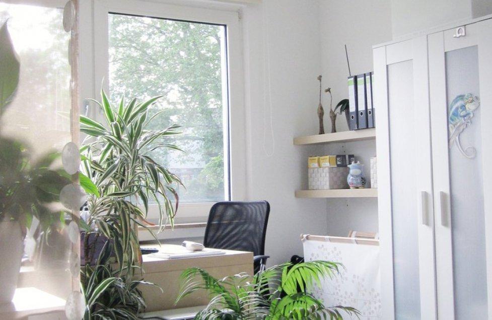 Schlafzimmer/Arbeitszimme r von Luftschlossarchitektin
