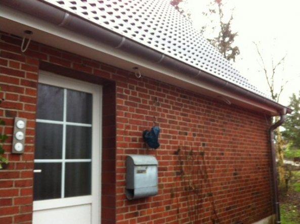 Beim Dachüberstand bekommen wir nun auch noch Bewegungsmelder rein:)