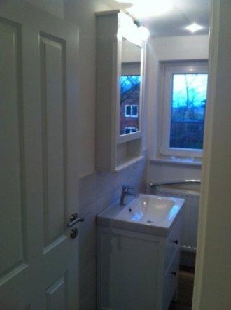 bad 39 kleines bad oben 39 sweet new home zimmerschau. Black Bedroom Furniture Sets. Home Design Ideas