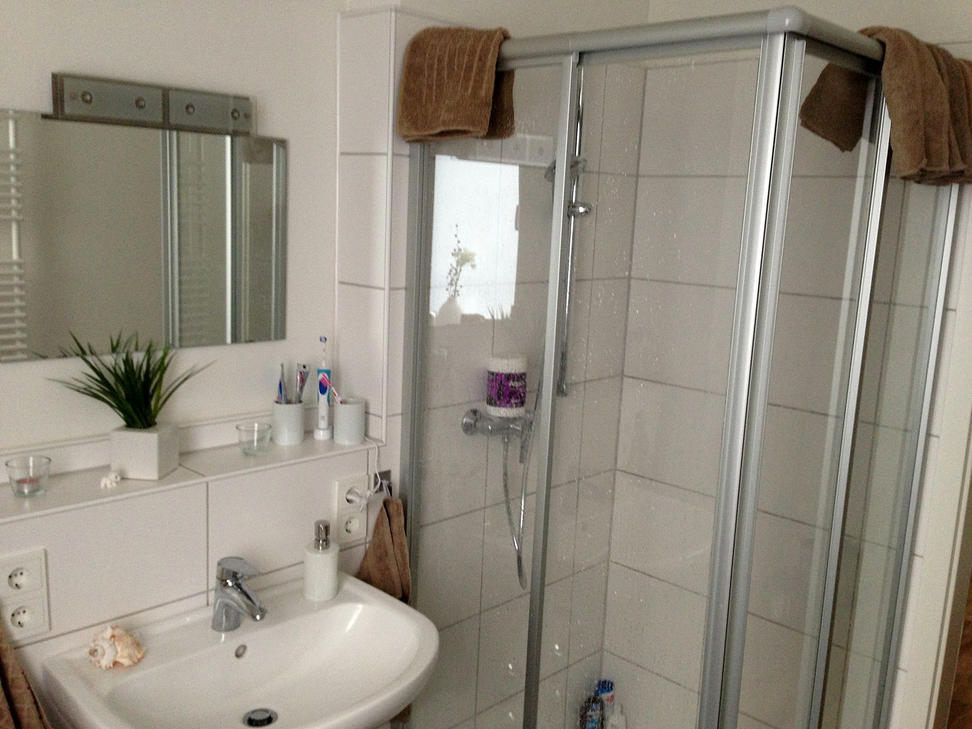 bad 39 badezimmer 39 erste eigene gemeinsame wohnung zimmerschau. Black Bedroom Furniture Sets. Home Design Ideas