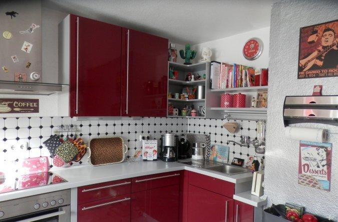 Die alten Fliesen haben wir erst einmal behalten und nur eine neue Küchenzeile eingebaut.... So ganz zufrieden bin ich noch nicht, im nächsten Jahr so