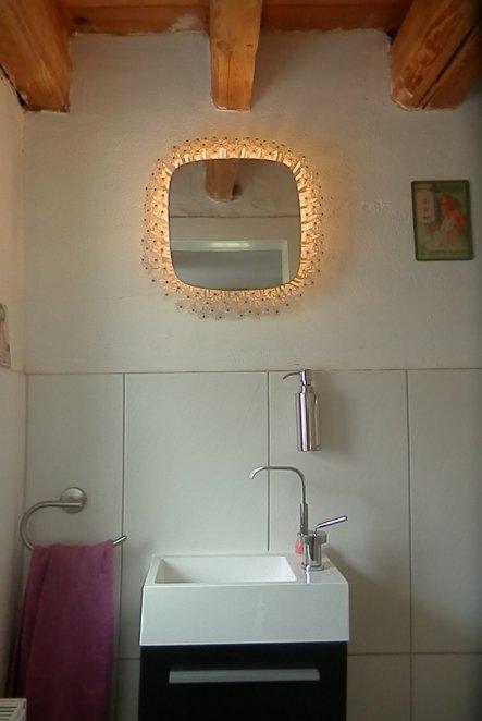 Der Spiegel ist ein Fundstück vom Flohmarkt.